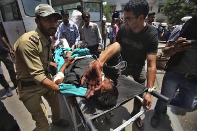 喀什米爾再傳超載巴士墜谷 至少35死17傷