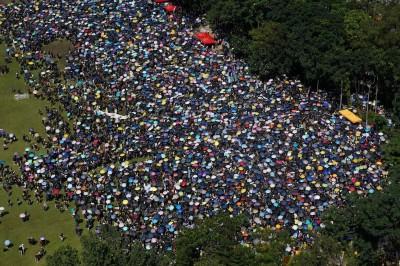 反送中》擠爆維園!香港七一大遊行出發了