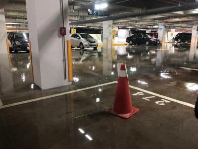 台北網球中心停車場下雨變「泳池」 市府這樣說…
