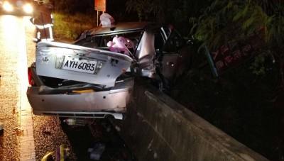 澎湖晚間重大車禍 轎車撞爛6人送醫