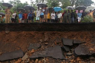 印度孟買暴雨已知27死69傷 機場跑道關閉 停班停課1天