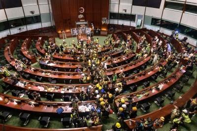 港民攻占立法會 法媒:給了北京合理化干預的機會
