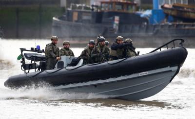 突擊!英國皇家海軍陸戰隊攻占伊朗油輪