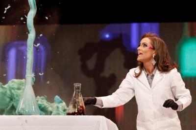 理工正妹才藝表演「科學實驗」 奪得維吉尼亞州小姐寶座