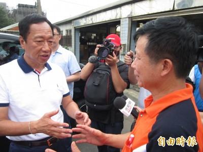 郭台銘參訪「癌症村」允諾協助遷村、提供免費健檢