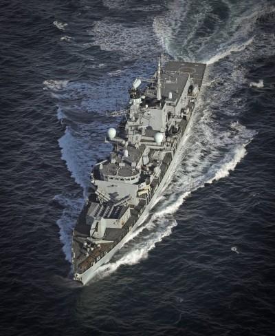 伊朗耍狠招!5艘武裝船企圖奪英國油輪