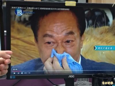 郭董哭什麼?78%網友投票認為是「知道落敗淚不止」
