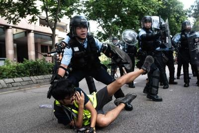 港警揮棍打多名記者 香港記協指多次聲明都沒有改善