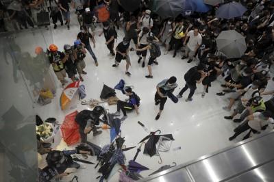 反送中》沙田商場大混戰 警民雙雙掛彩