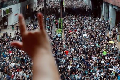 反送中》香港遊行轉戰沙田區 黑潮綿延逾1.5公里