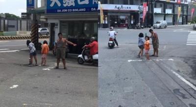 感動!男子頂烈日帶2女童自掏腰包補馬路