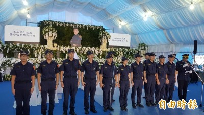 勇警李承翰告別式預演 《末班車》響起讓人哭紅眼