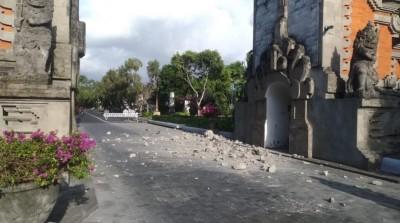 峇里島規模6.1強震 觀光區建物崩塌、遊客被撤離
