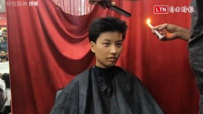 印度式剪髮竟然是用「火燒」? 背包客體驗後大叫:歐買尬!