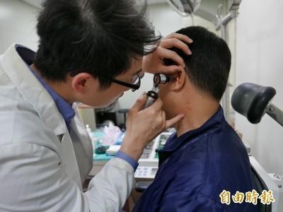 謠言終結站》耳朵有摺痕恐心肌梗塞?國健署解釋曝光