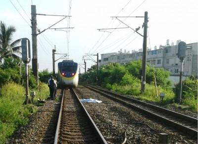 男子闖入鐵軌遭撞 台鐵16列次、5000多名旅客受影響