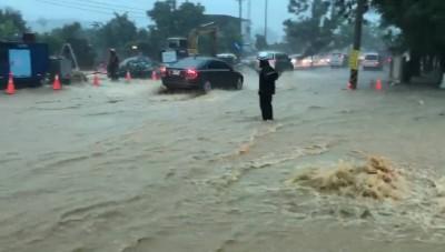 韓國瑜昨晚才發文自誇 鳥松神農路再度淹大水