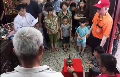 學甲集和宮蜈蚣陣體驗營選角 幼童擲筊3輪選皇帝