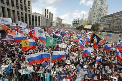 「我有選擇權」莫斯科2萬人上街 要求選舉公正自由