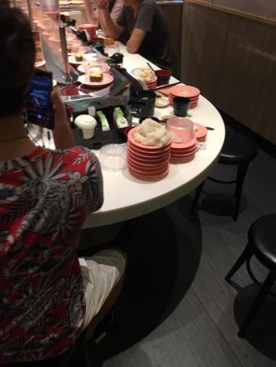 到迴轉壽司店用餐 「只吃料不吃飯」被轟爆