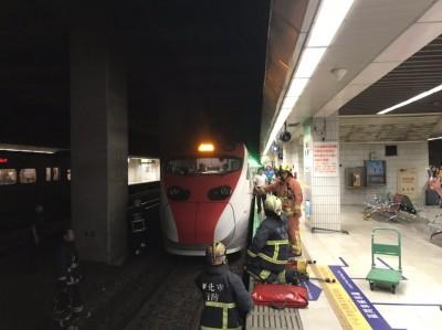 台鐵板橋車站落軌案 婦人不治