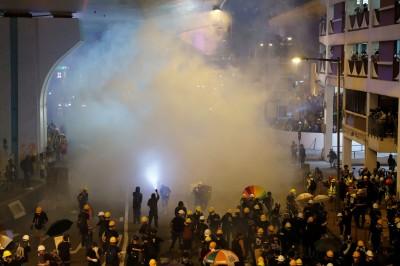 香港元朗群毆市民、記者 至少36人受傷1人命危