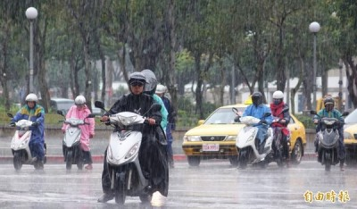對流雲系發展旺盛 17縣市大雨特報