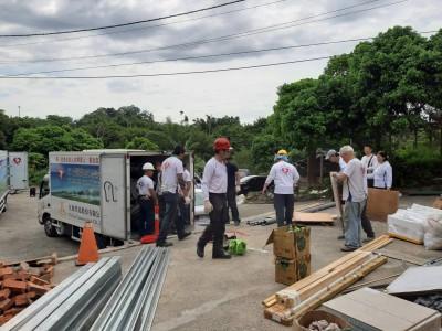 弱勢戶火災後住「鴿籠」 寶島行善團助重建家園