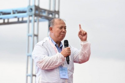 「藤條教小孩」言論引眾怒 石鏡泉辭副社長、董事職務