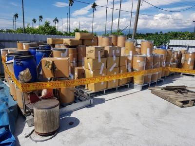 屏東查獲走私動物用原料藥近6千公斤 廢止業者許可證