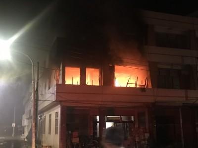 嘉義布袋住宅火警 2樓全面燃燒