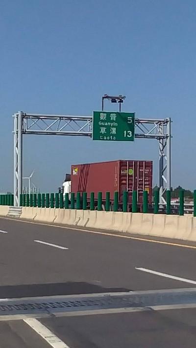 西濱快速道路觀新段 最快9月起區間測速抓超速