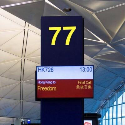 「香港往自由」最後召集!香港機場螢幕感動台灣人