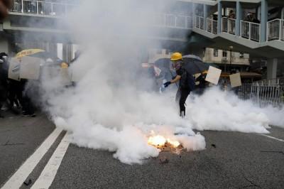 反送中》萬人元朗示威警民爆衝突 港警發射催淚彈清場