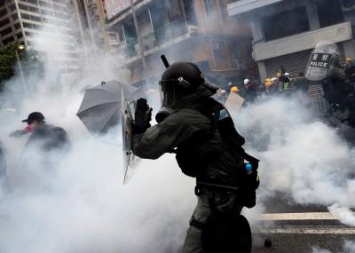反送中》萬人光復元朗遊行爆衝突 民眾、記者中彈17人輕重傷