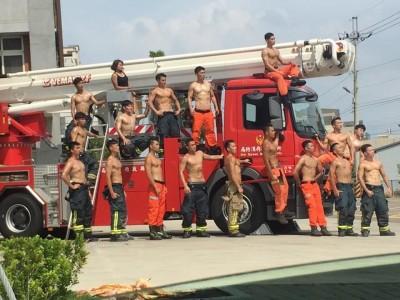 養眼月曆又來了!唯一消防正妹伴17猛男