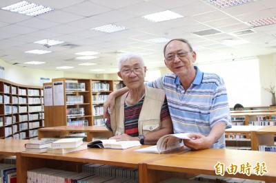 真感人!每年來台碰面 台日2位7旬翁萬里圖書館相見