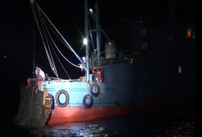 無視官方禁漁令 中國漁船休漁期越界「偷吃」被逮