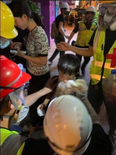 反送中》幼童不放過!5000醫護連署譴責催淚彈清場