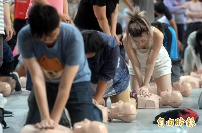 北市千人急救訓練 柯P:CPR是向上帝爭取時間