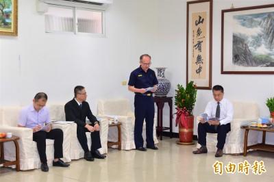 警開槍還擊制伏毒犯 徐國勇:百分百支持