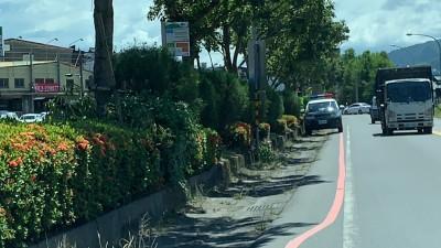 警車違規停紅線拍超速 民眾抱怨:怎不先取締自己?