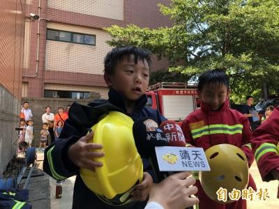 「小小消防員夏令營」建立防火防溺常識 小朋友:消防員好辛苦!