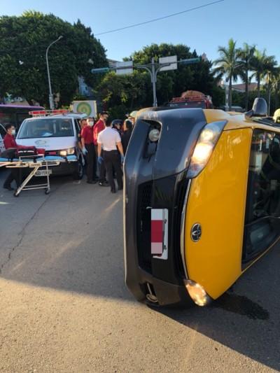 北市小黃撞安全島側翻 2女乘客受傷送醫