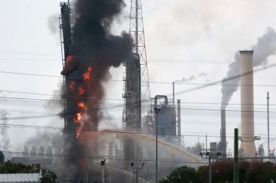 德州煉油廠爆炸起火 烈焰沖天釀66人傷