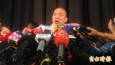 尷尬! 韓國瑜揮手致意 遭老翁比倒讚怒嗆「白賊市長」