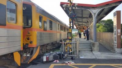 台鐵內灣支線上員平交道 老翁騎機車與火車碰撞受傷