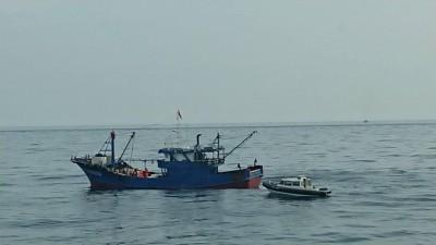 中國休漁季結束 又見中國漁船挾帶豬肉越界
