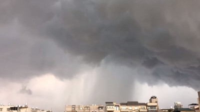 天空漏水了!台南驚見雨瀑奇景 縮時攝影畫面曝光