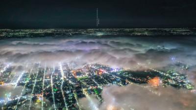 嘉義市區低空雲夜景 空拍呈現絕美「琉璃光」
